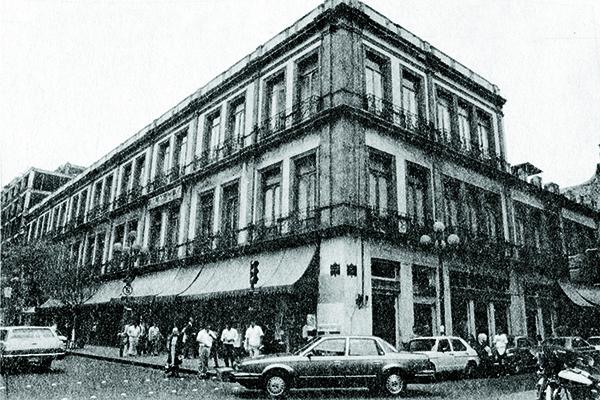 FOTO CUATRO MÁSPORMÁS LA ÓPERA