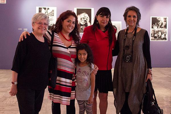 Mujeres_Mirando_Mujeres-2