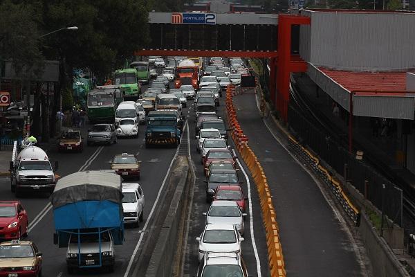 MƒXICO, D.F., 16AGOSTO2011.- Debido a las obras de la construcci—n de la Linea 12 del Metro, se ha cerrado un carril en Tlalpan con direcci—n al sur a la altura del Eje 7 Sur. FOTO: SAòL LîPEZ/CUARTOSCURO.COM