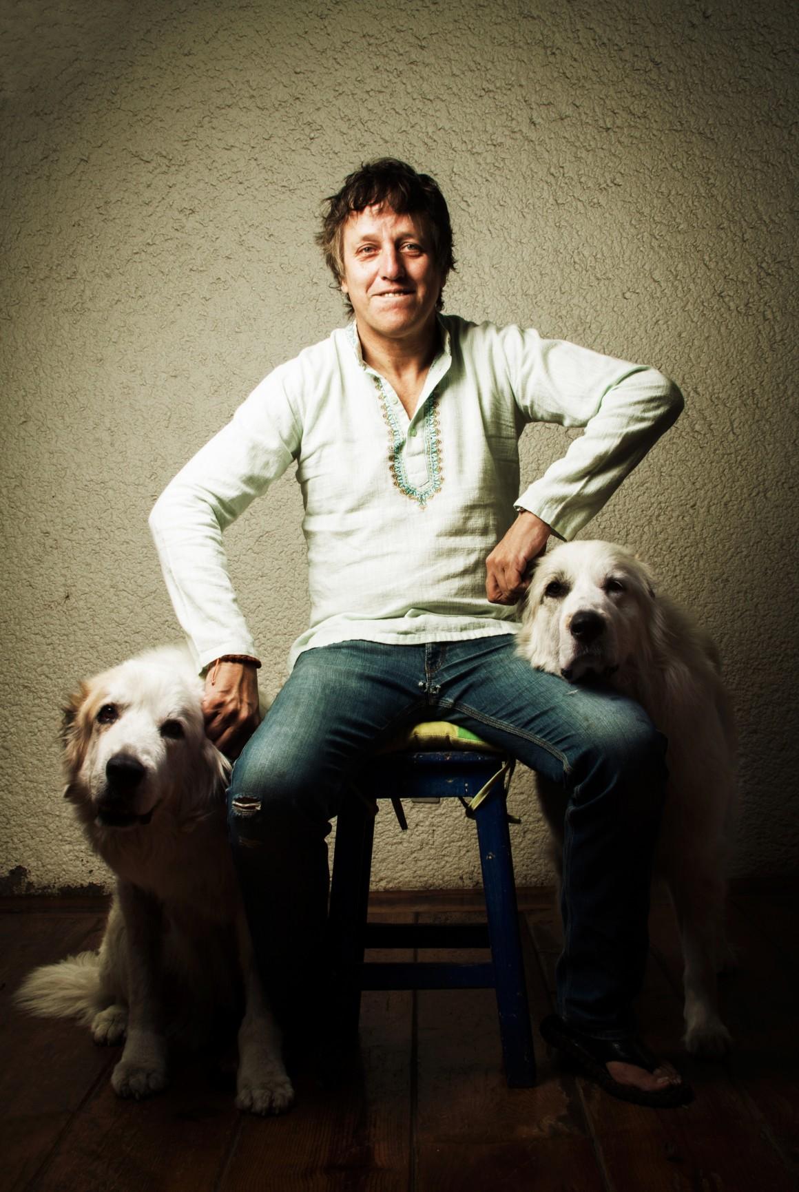 El escritor Xavier Velasco.
