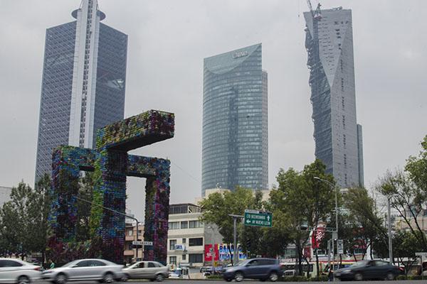 MÉXICO, D.F., 03SEPTIEMBRE2015.- El Corredor Cultural Chapultepec se construirá posiblemente sobre Avenida Chapultepec, una de las principales arterias viales de la capital que conectan la zona centro con el poniente de la ciudad. Se pretende que dicho corredor, de aprobarse su construcción, sea un punto importante en donde converjan diferentes actividades culturales. FOTO: MARÍA JOSÉ MARTÍNEZ /CUARTOSCURO.COM