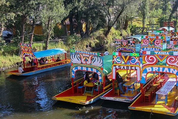 Trajineras_Xochimilco-1