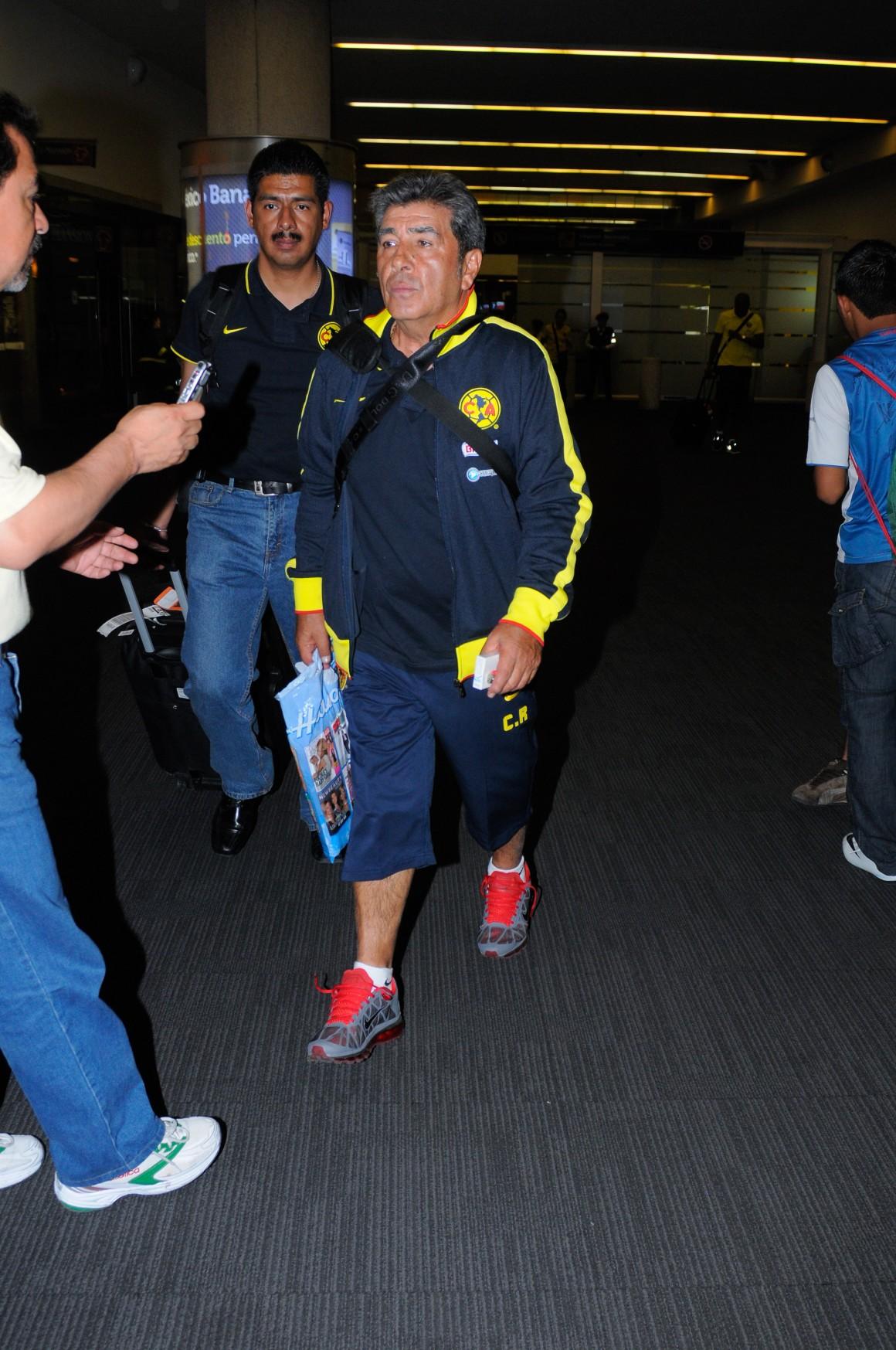 MƒXICO, D.F., 11ABRIL2011.- Anoche arrib— a la ciudad de MŽxico el club de futbol AmŽrica.FOTO: FRANCISCO RODRIGUEZ/CUARTOSCURO.COM