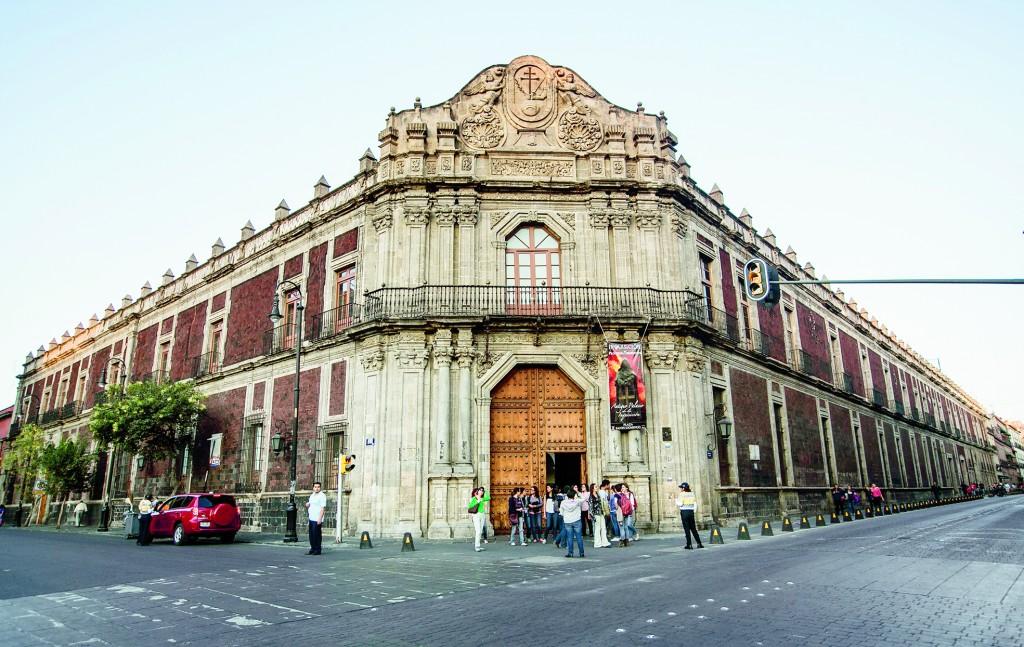 3 PALACIO DE LA INQUISICIÓN (MUSEO DE LA MEDICINA MEXICANA)