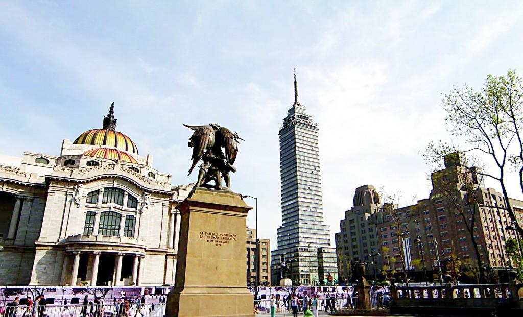 21208004. México D.F.- La Alameda Central después de su remodelación y de los desmanes del primero de diciembre, se mantiene bastante limpia. NOTIMEX/FOTO/BERNARDO MONCADA/BMR/HUM/