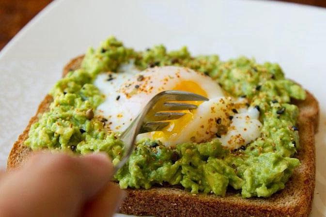 imagen-2009-avocado-and-egg-on-toast