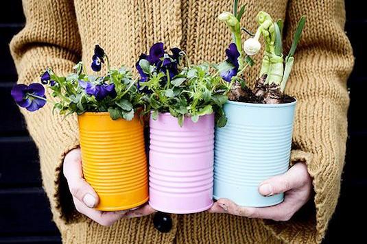 24-Creative-Garden-Container-Ideas-Tin-can-planters-14