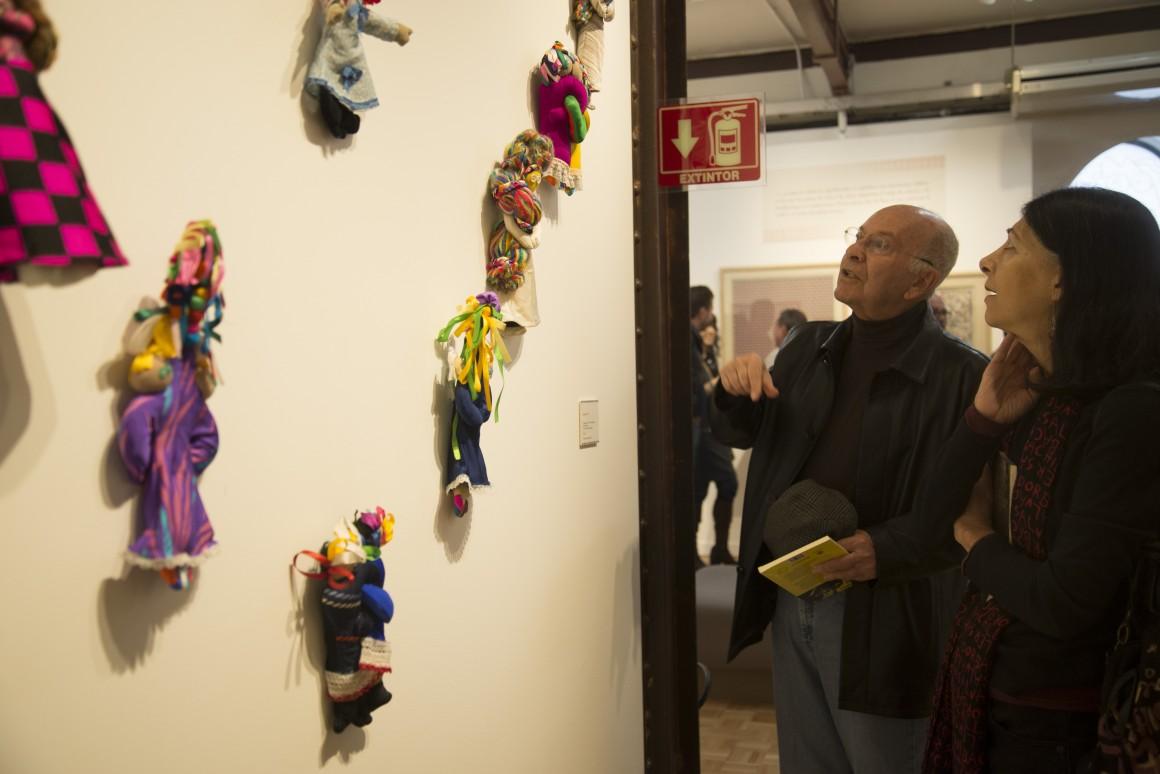 MÉXICO, D.F., 13NOVIEMBRE2014.- Se inauguro la exposición en el Muse del Estanquillo, Aforismos y Grafismos Vicente Rojo y Carlos Monsivais, donde se muestras mas de 120 piezas entre fotografías, libros, grabados, collages, dibujos y textiles, los cuales hacen indudable los intereses comunes entres estos dos personajes de la cultura del México contemporáneo. FOTO: ISABEL MATEOS /CUARTOSCURO.COM
