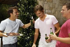 Amigos-fiesta-al-aire-libre-474x356