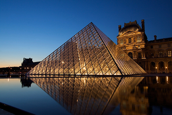 Pyramide-Louvre-Paris