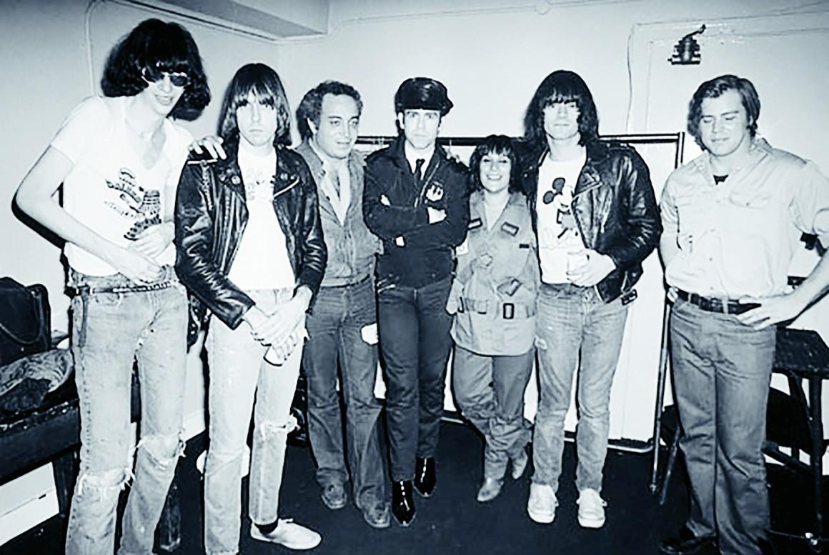 Seymour con Elthon y The Ramones