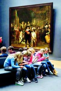 Adolescentes-en-el-museo-600x886