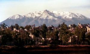 MEXDF03MAR2001.- El cerro del Ajusco que se localiza al sur de la ciudad nevado y una clara vista desde la capital. FOTO: Victoria Valtierra/CUARTOSCURO.COM