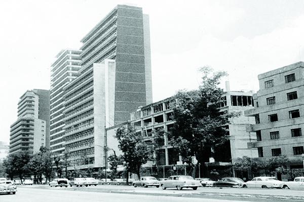 1956 -MÁSPORMÁS-CINE-PASEO
