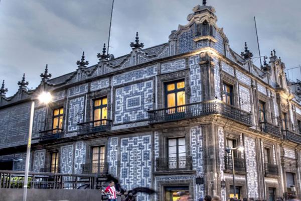 La calle madero su historia edificios y peculiaridades for Casa de los azulejos ciudad de mexico cdmx
