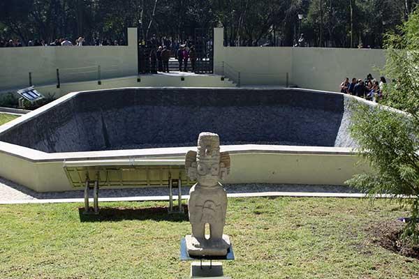 """MÉXICO, D.F., 10NOVIEMBRE2010.- Esta mañana se inauguró la restauración de los """"Baños de Moctezuma"""" que se encuentra en la primera sección del Bosque de Chapultepec. FOTO: RODOLFO ANGULO/CUARTOSCURO.COM"""