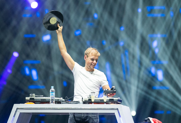 armin-only-embrace-ocesa11
