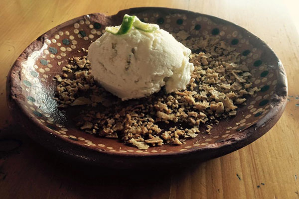 helado-de-crema-con-escamoles