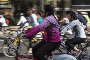 MEXICO, D.F., 19ABRIL2014.- Con una Gran Rodada, el gobierno del Distrito Federal celebró el Día Mundial de la Bicicleta. Dicha rodada partió del parque de los venados hacía el parque Tamayo, en el bosque de Chapultepec, y participaron alrededor de 5 mil ciclistas, en un trayecto de aproximadamente 12 kilometros. En el evento estuvo presente la secretaria del Medio Ambiente del Distrito Federal, Tanya Müller. FOTO: DAVID POLO /CUARTOSCURO.COM
