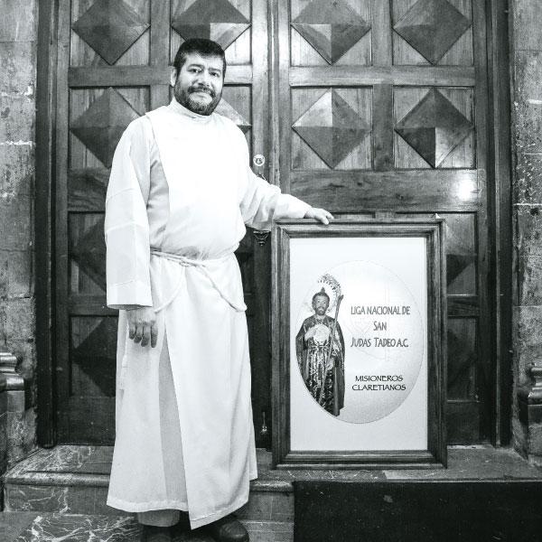 Alejandro Cerón , rector de la iglesia de San Hipólito donde veneran a San Judas. Foto: Lulú Urdapilleta
