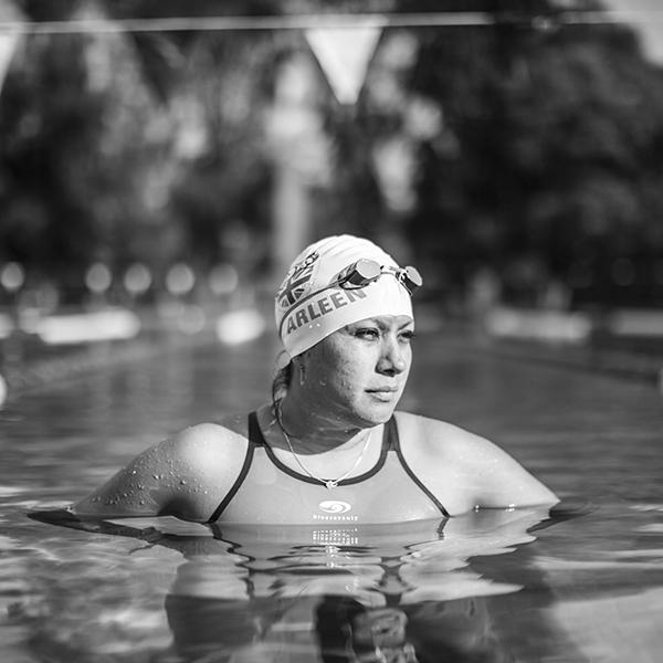 Arleen González, quien completó la Triple Corona en Aguas Abiertas, practicando natación en el Club España, al sur de la Ciudad de México. Foto, Lulú Urdapilleta.