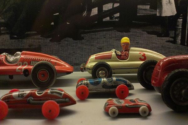 tin-toys-261304_960_720