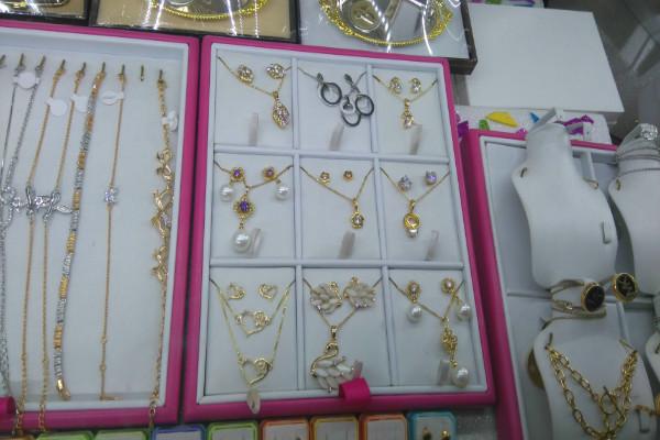 965190858799 La calle donde venden joyas en el centro de la Ciudad de México