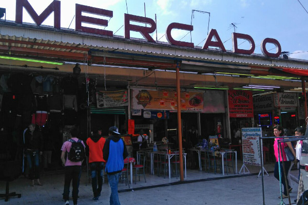 En el Mercado de Cartagena predominan las estéticas y zapaterías.