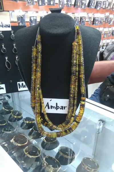 5e35ccf489bf ... que los miembros de su familia diseñan los collares y anillos. Así que  si buscas joyas con obsidiana