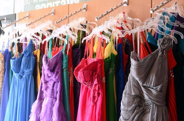 8887c56cd Si andas en busca de un vestido para una ocasión especial como una  graduación o cualquier evento