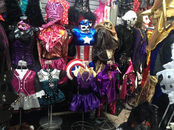 6f25c0db0 Mixcalco el mercado donde además de uniformes hay zapatos y disfraces