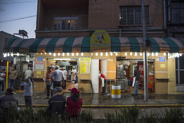 Hoy, en su Ciudad de necios, Nacho Lozano escribe sobre la clausura y reapertura de la taquería El Borrego Viudo
