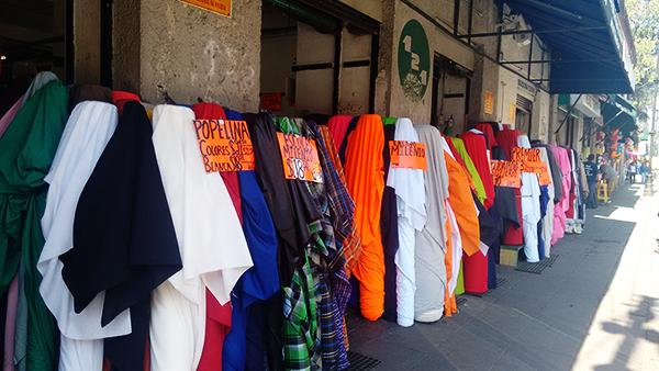 la calle en la que se concentra el mayor nmero de comercios de este tipo es repblica de guatemala donde desde las primeras horas de la maana comienza el