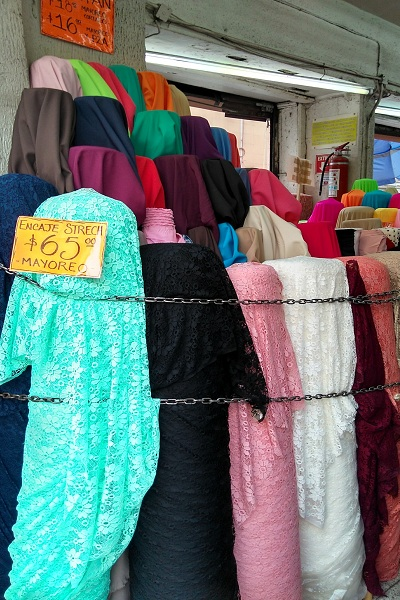 La calle del centro hist rico donde venden tela por kilo for Donde venden cortinas