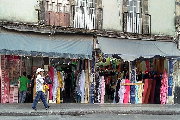 La calle del centro hist rico donde venden tela por kilo for Telas de toldos por metros