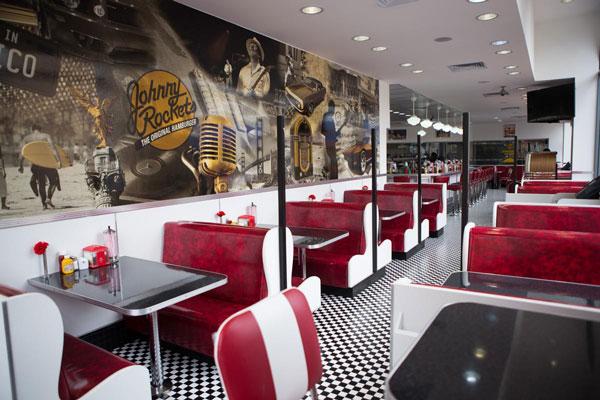 Las hamburguesas de Johnny Rockets son un clásico diner americano.
