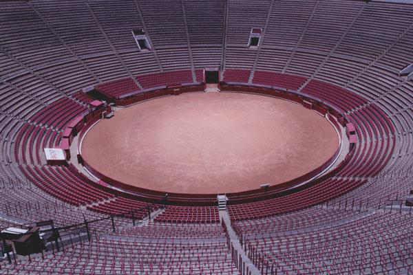 El ruedo de la Plaza México mide 43 m de diámetro y está 20 m por debajo de las calles