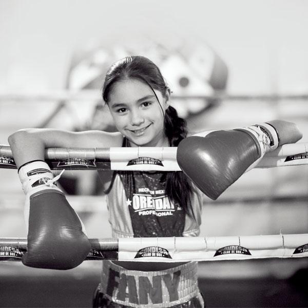 Fany es la niña boxeadora más destacada de Neza