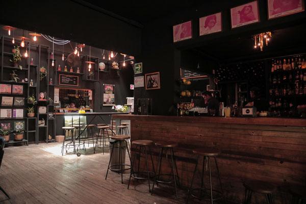 El Cine Tonalá tiene una amplia carta de cervezas y mezcales