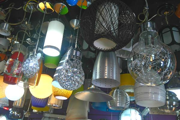 La calle del centro hist rico donde venden l mparas - Casas de lamparas en barcelona ...