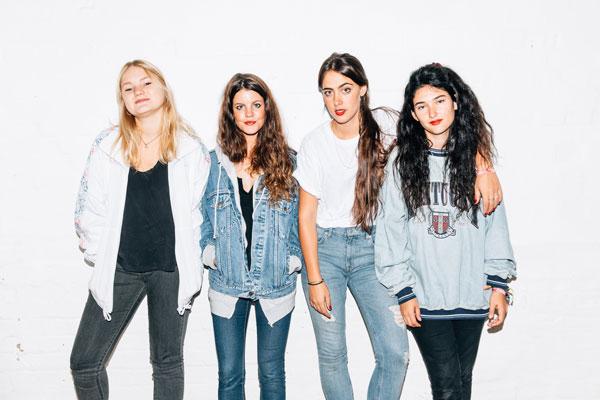 Hinds es una banda de España formada por Ana Perrote, Carlotta Cosials, Ade Martín y Amber Grimbergen