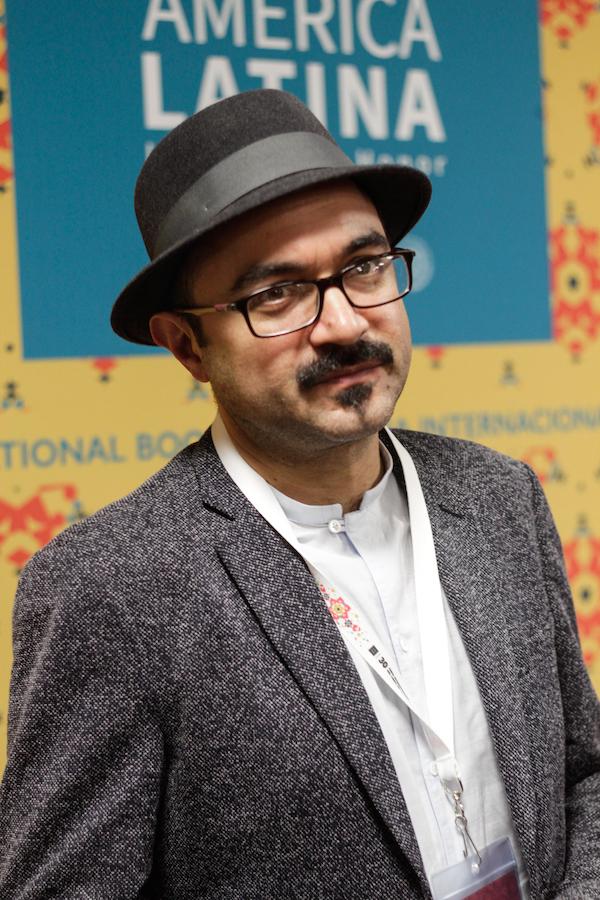 """Bernardo Esquinca, autor de las novelas """"Carne de ataúd"""" y """"La octava plaga"""""""
