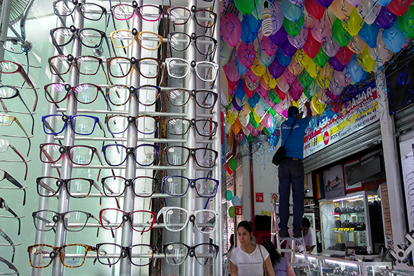 de92af6938 La Plaza Tacuba es la más grande en la CDMX si de lentes se trata, ubicada  en el número 46 de la calle Tacuba del Centro Histórico, este lugar fue ...