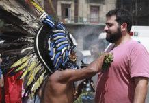 Fiesta, indígenas y barrios
